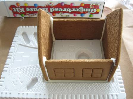 first-gingerbread-house-001-rs