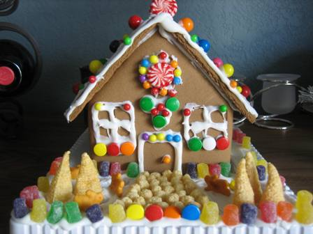 first-gingerbread-house-003-rs